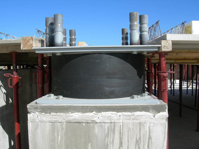 Deprem izolatörü yapım aşamasından bir örnek
