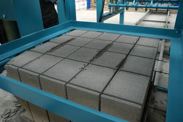 Köpük beton testere ile istenilen boyutlara kolayca kesilebilir.