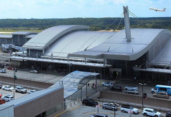 Raleigh Durham havalimanı Asma yapı örneği