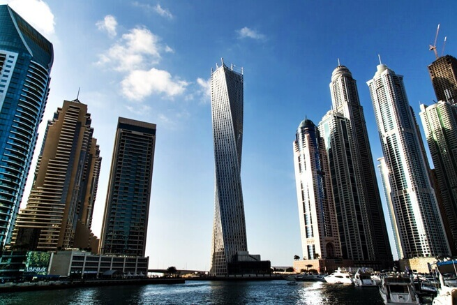 Dubai'deki Infinity kulesi