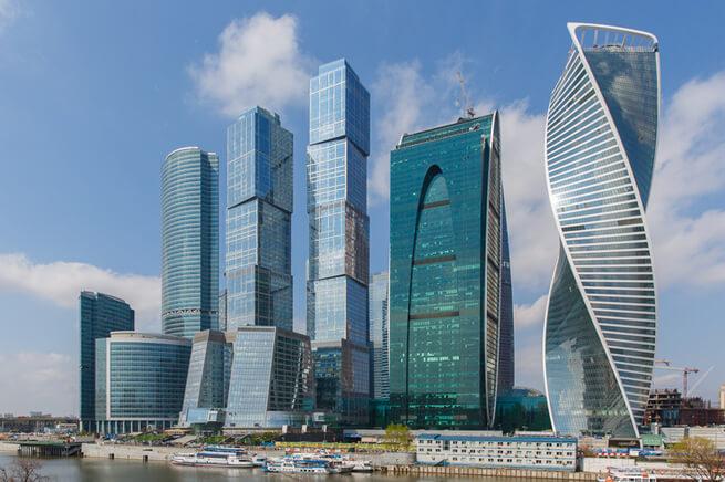 Bükümlü yapı Gelişim kulesi moskova