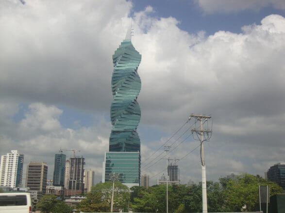 Panama bükümlü devrim kulesi